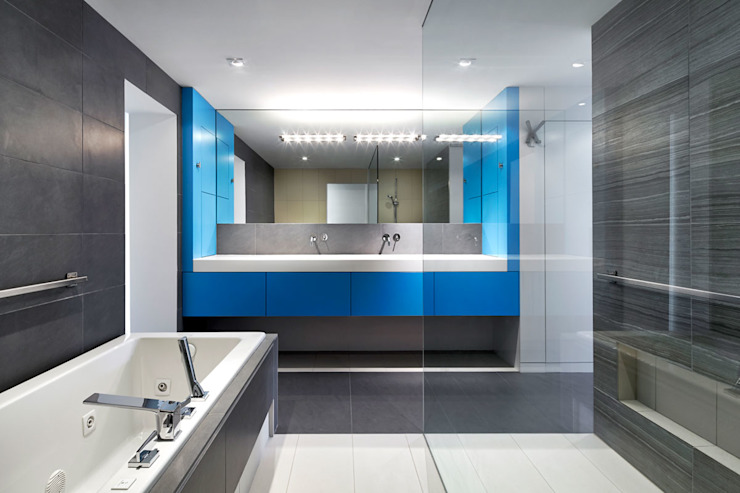 Salt + Pepper House Modern Bathroom by KUBE architecture Modern