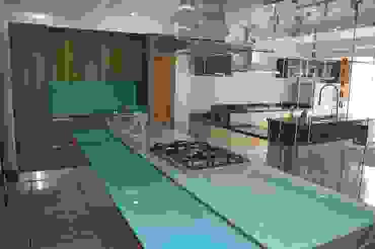 Cocinas importadas de exhibicion a la venta de Decoglass Center Moderno