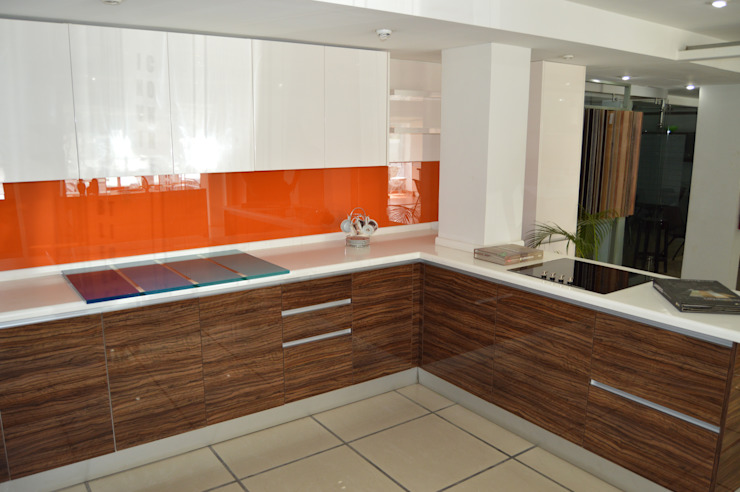 Cocina OULIN ALTO BRILLO de Decoglass Center Moderno