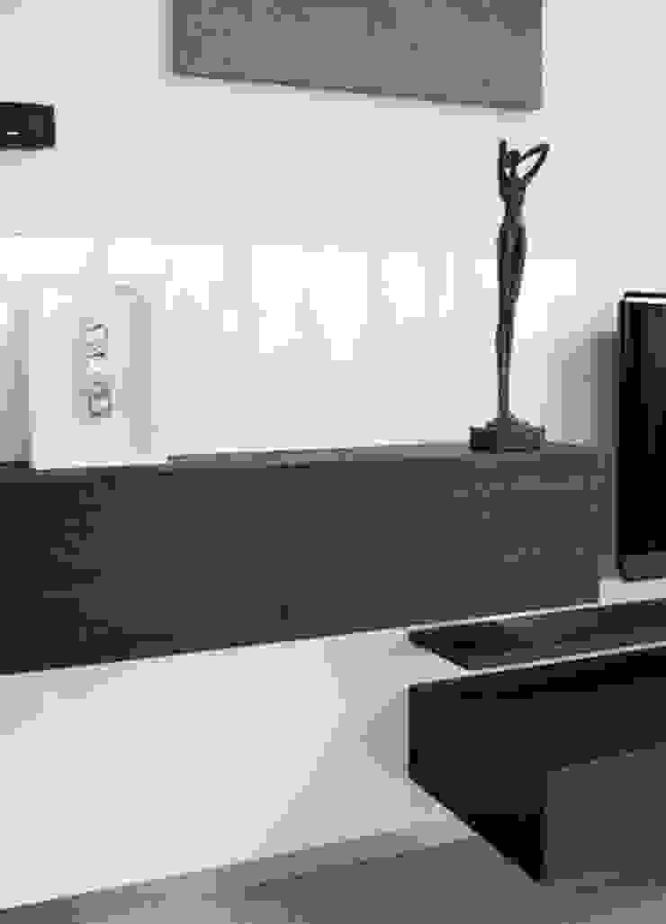 Moderne Wohnwand In Hochglanz Weiss Und Holzdekor By