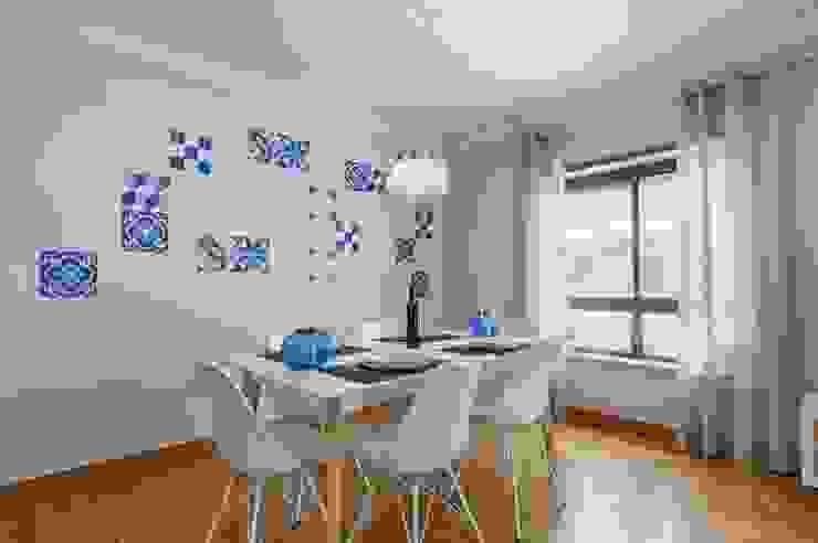 APARTAMENTO TURÍSTICO ARROIOS - LISBOA Salas de jantar modernas por TRAÇO 8 INTERIORES Moderno