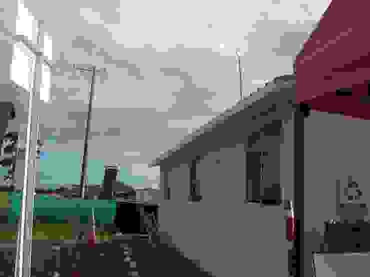 Campamentos Bodegas de estilo industrial de Sistemas de construcción enceco Industrial Tableros de virutas orientadas
