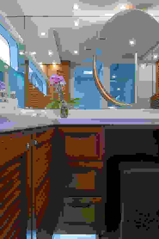 Main en suite bathroom by ONNAH DESIGN Mediterranean Wood Wood effect