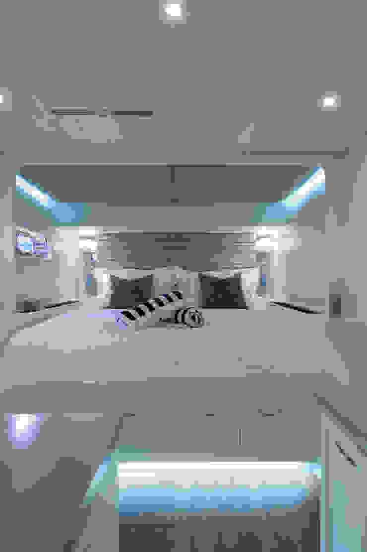 Cabin 1 by ONNAH DESIGN Mediterranean