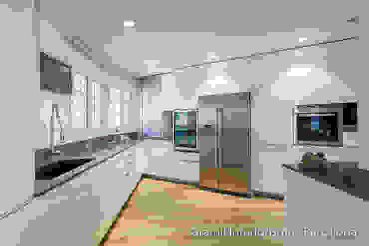 Vivienda en Cesalpina Cocinas de estilo moderno de Gramil Interiorismo II - Decoradores y diseñadores de interiores Moderno
