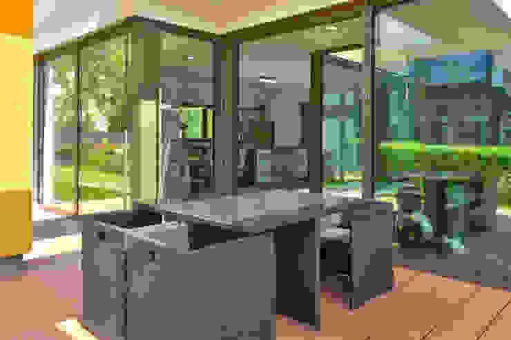 Terrace by Büdenbender Hausbau GmbH,