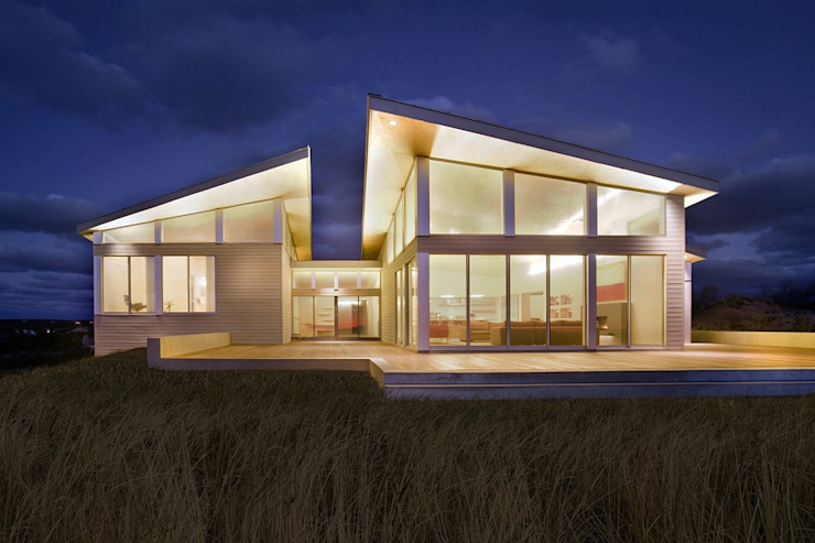 Modern beach house exterior Modern houses by ZeroEnergy Design Modern