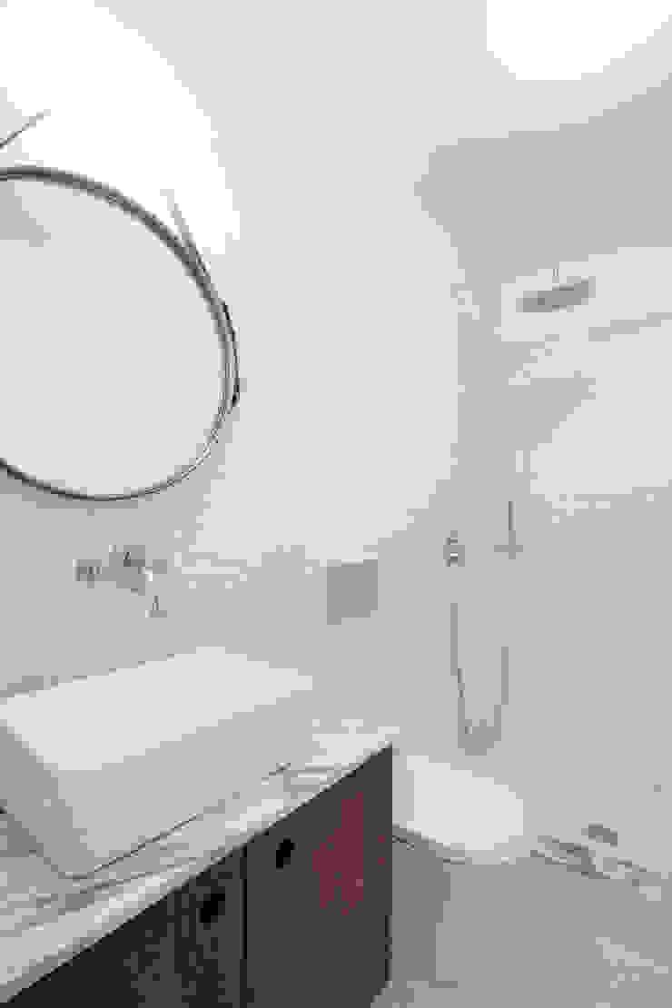 REMODELAÇÃO APARTAMENTO DUPLEX Casas de banho modernas por fernando piçarra fotografia Moderno