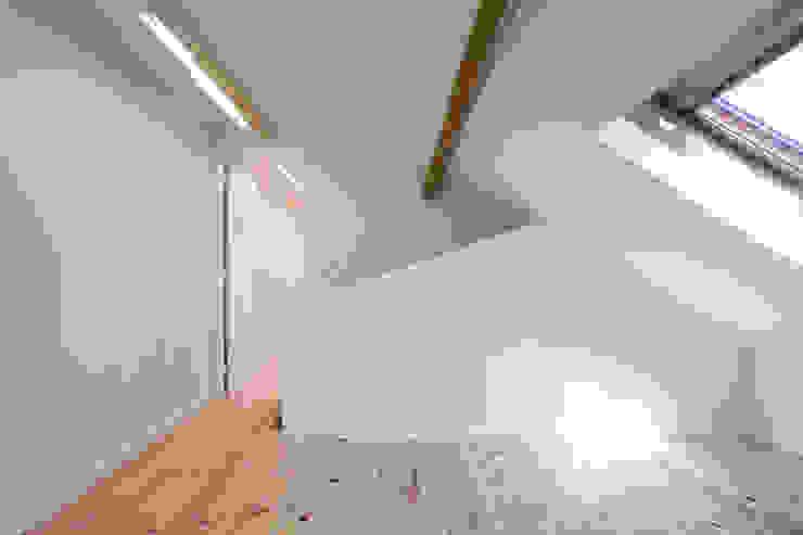 REMODELAÇÃO APARTAMENTO DUPLEX Corredores, halls e escadas modernos por fernando piçarra fotografia Moderno
