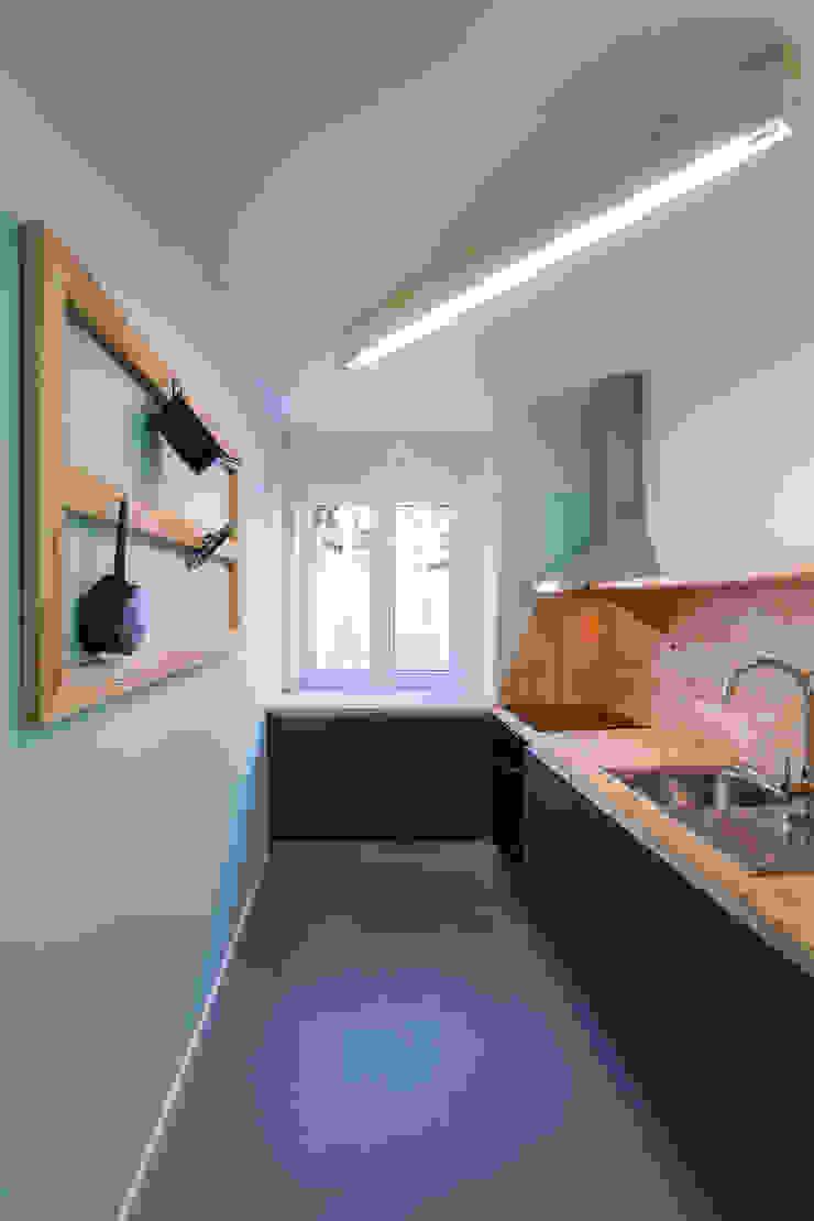 REMODELAÇÃO APARTAMENTO DUPLEX Cozinhas modernas por fernando piçarra fotografia Moderno