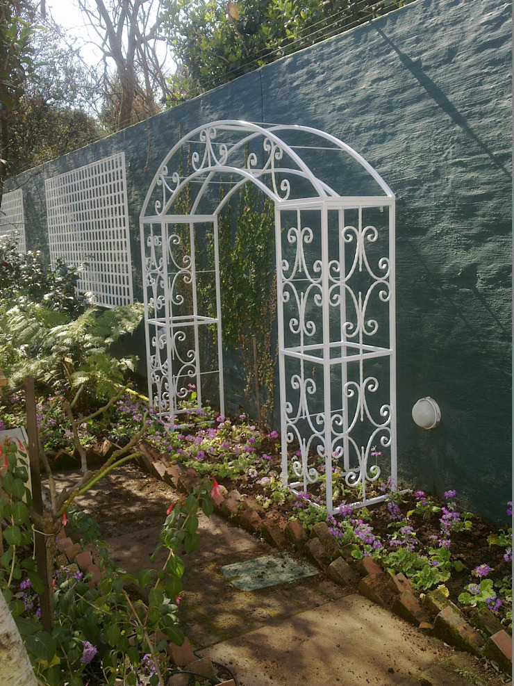 STEEL TRELLIS: classic  by Oxford Trellis, Classic Iron/Steel
