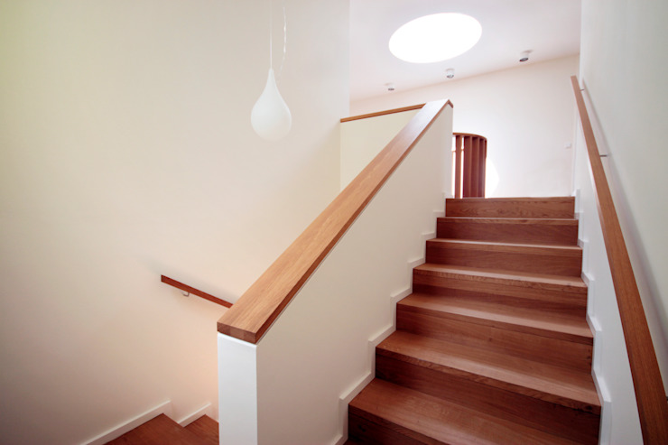 Treppenraum ARCHITEKTEN BRÜNING REIN Moderner Flur, Diele & Treppenhaus