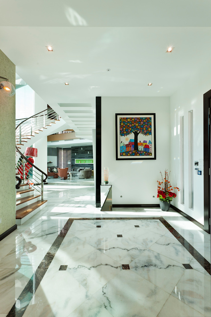 Contemporarily Dashing | BUNGALOW Design Spirits Modern corridor, hallway & stairs