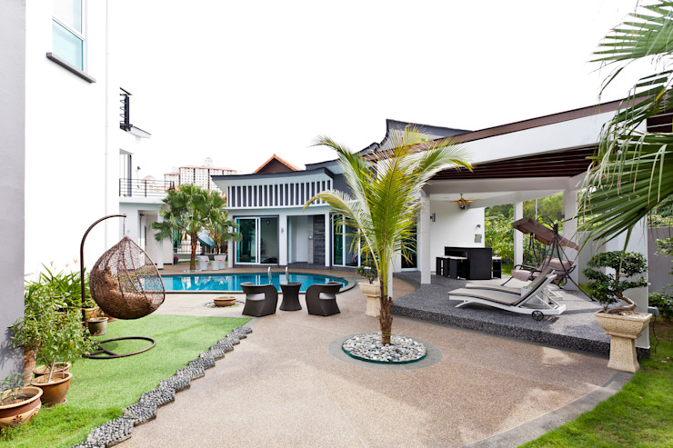 Contemporarily Dashing | BUNGALOW Design Spirits Modern style balcony, porch & terrace