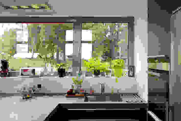 ARCHITEKTEN BRÜNING REIN Modern kitchen