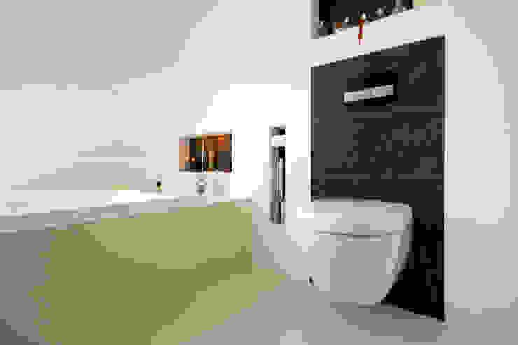 Ванные комнаты в . Автор – ARCHITEKTEN BRÜNING REIN, Модерн