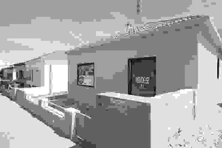 Box4Two – Reabilitação de Moradia por SonhoLindo - 2M2F Arquitectos Minimalista