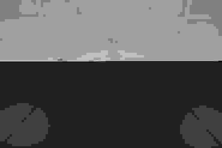 Box4Two - Reabilitação de Moradia por SonhoLindo - 2M2F Arquitectos Minimalista