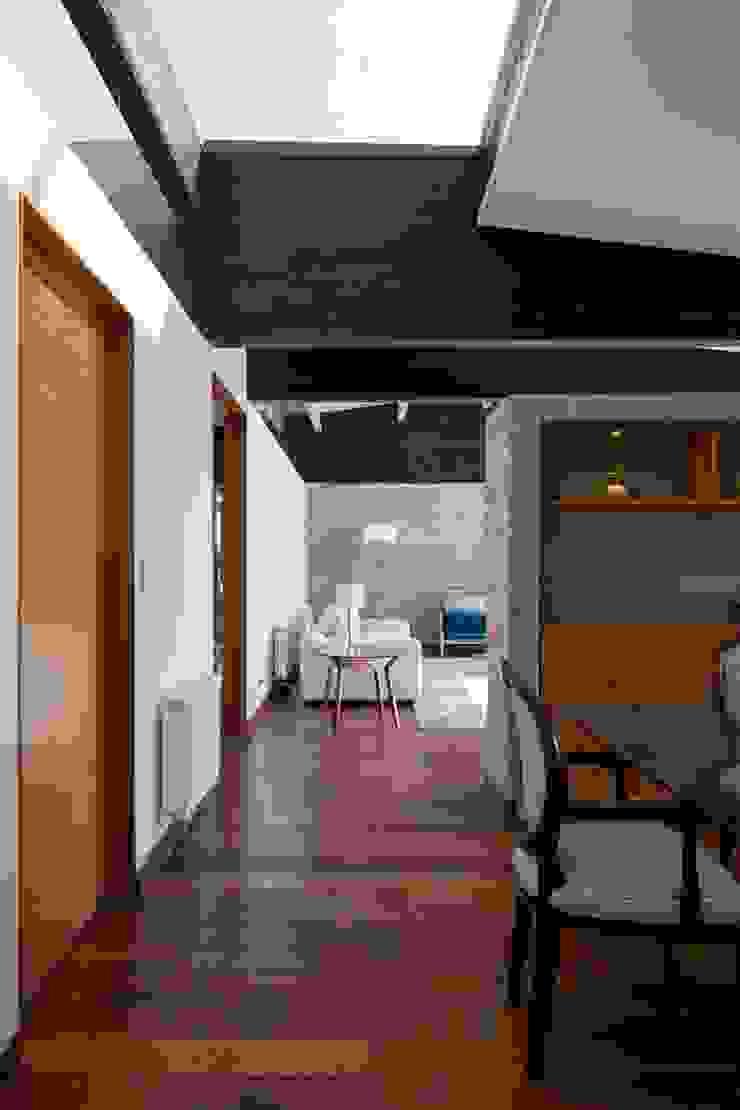 SUN Arquitectos Moderne Wohnzimmer