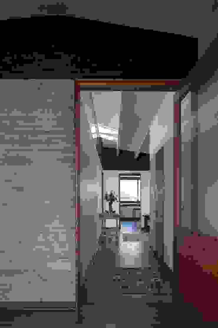 SUN Arquitectos Moderner Flur, Diele & Treppenhaus