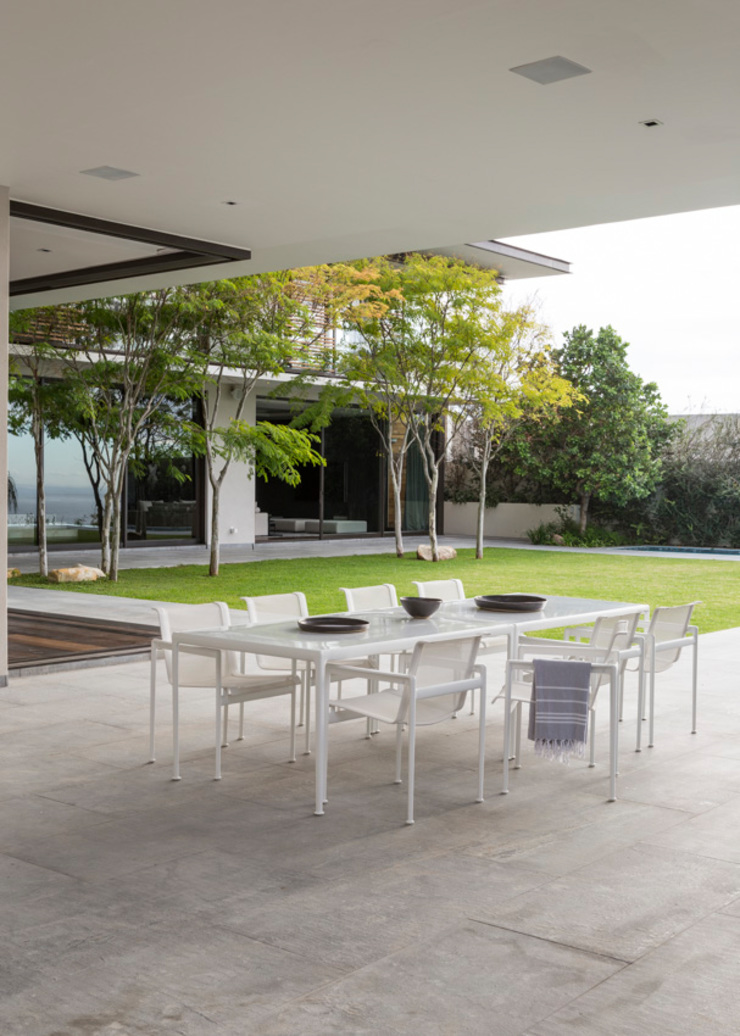 Garden Table by Jenny Mills Architects Modern