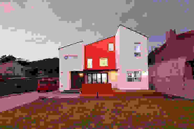야경 정면샷 모던스타일 주택 by 주택설계전문 디자인그룹 홈스타일토토 모던