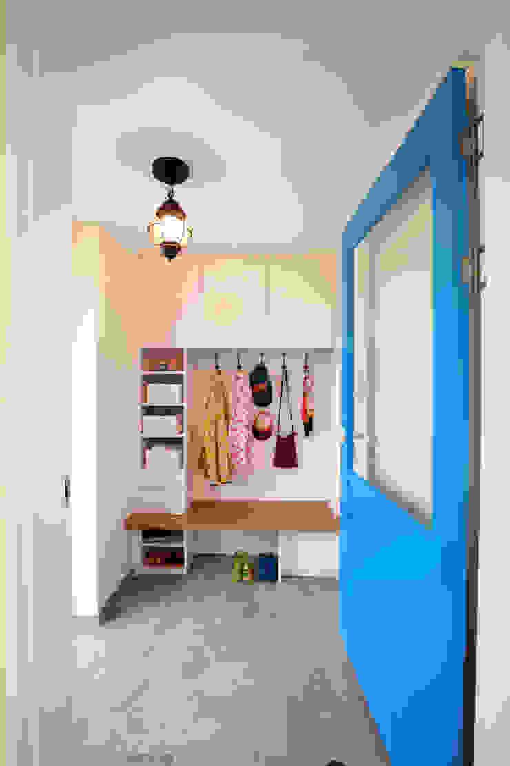 주택설계전문 디자인그룹 홈스타일토토 Modern corridor, hallway & stairs