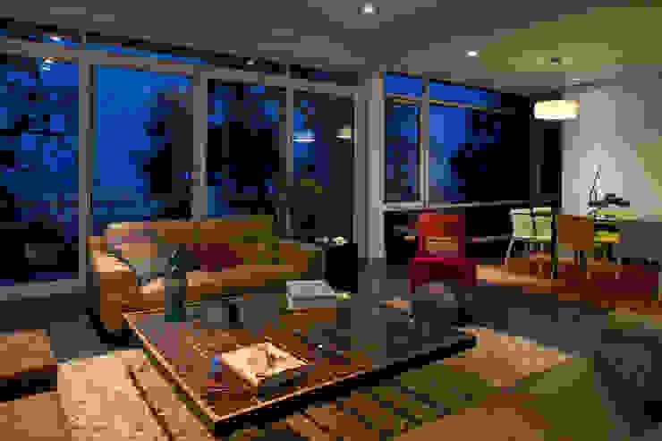 Casa Olinala - Local 10 Arquitectura Salones modernos de Local 10 Arquitectura Moderno Concreto