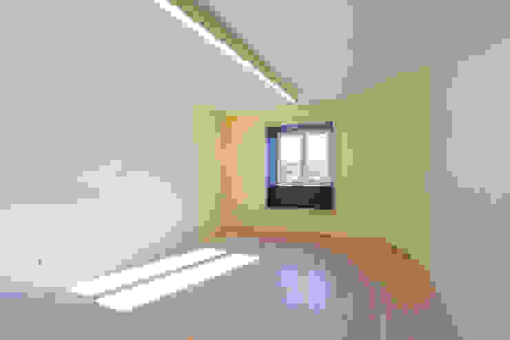 Remodelação T2+1 Duplex Mouraria Salas de estar ecléticas por BL Design Arquitectura e Interiores Eclético