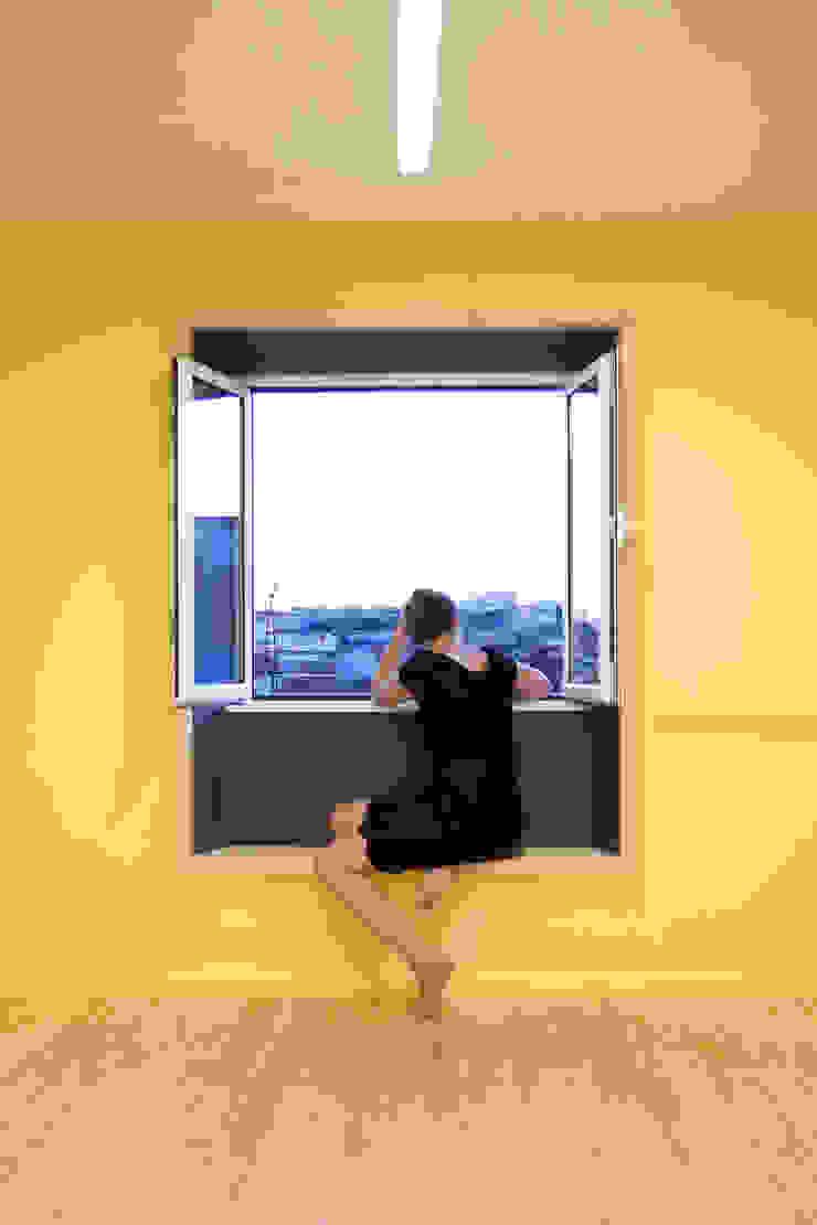 atelier B-L Ruang Keluarga Gaya Eklektik Yellow