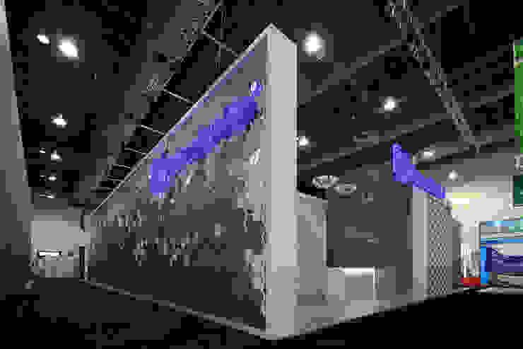 Stand Poligonos - Local 10 Arquitectura Estudios y despachos modernos de Local 10 Arquitectura Moderno Arenisca