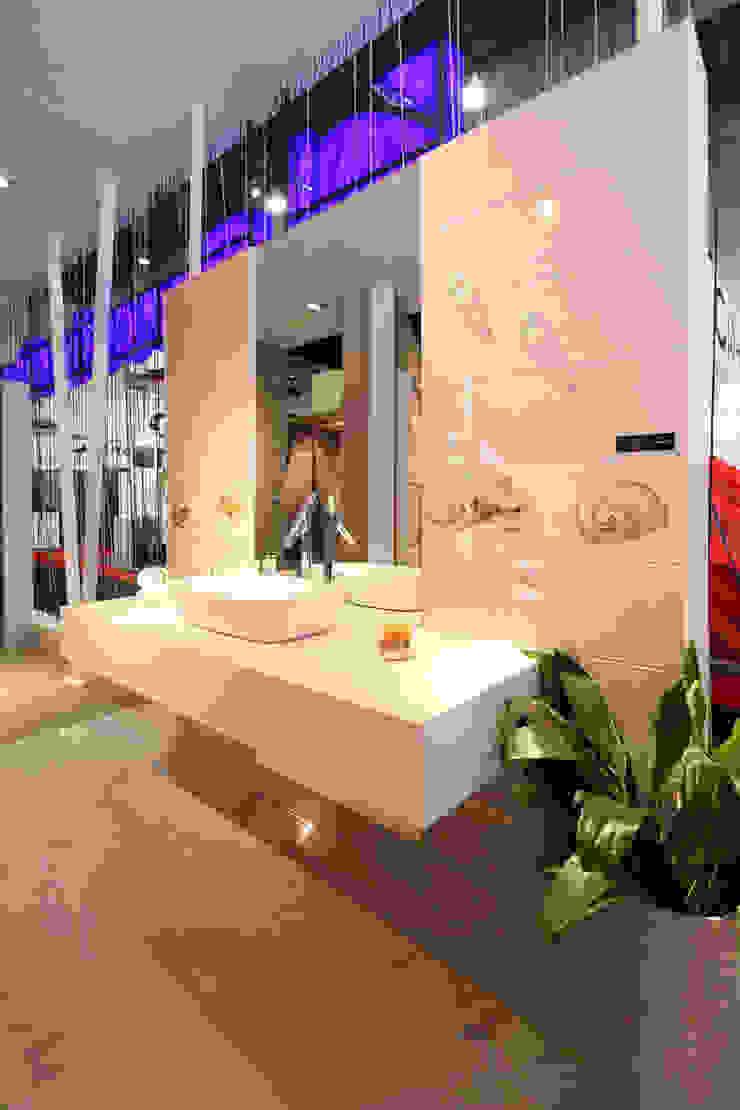 Stand Poligonos - Local 10 Arquitectura Estudios y despachos modernos de Local 10 Arquitectura Moderno Aluminio/Cinc