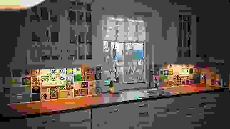 Wunderschöne Küche mit Dekorfliesen aus Mexiko Mexambiente e.K. Landhaus Küchen Fliesen Mehrfarbig