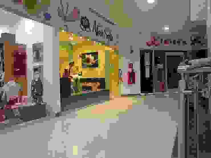 Local comercial de Loft estudio C.A. Minimalista