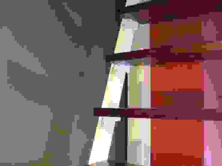 Escalera de Loft estudio C.A. Minimalista
