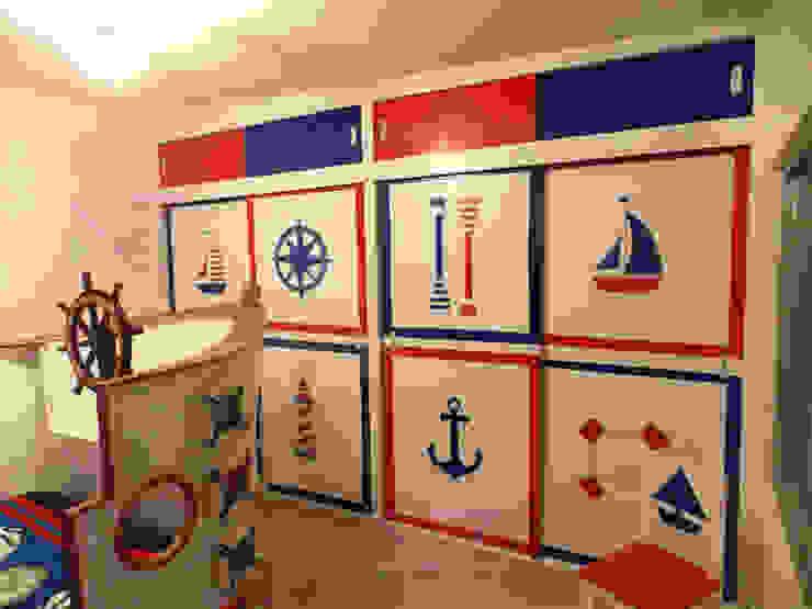 Fabuloso closet estilo nautico de camas y literas infantiles kids world Mediterráneo Derivados de madera Transparente