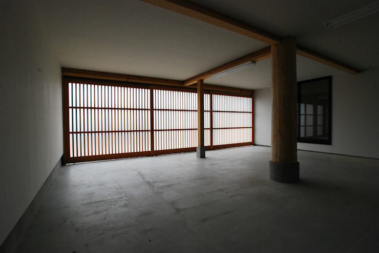 Modern garage/shed by SSD建築士事務所株式会社 Modern Solid Wood Multicolored