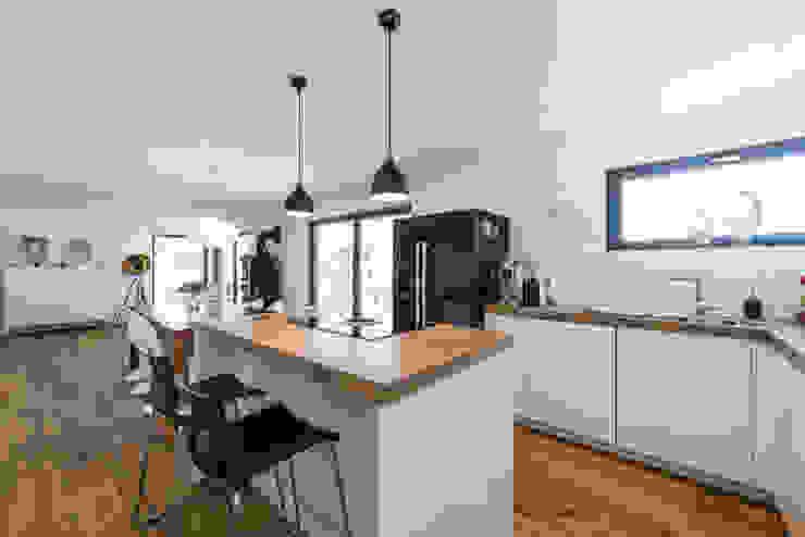 Cocinas modernas: Ideas, imágenes y decoración de KitzlingerHaus GmbH & Co. KG Moderno Derivados de madera Transparente
