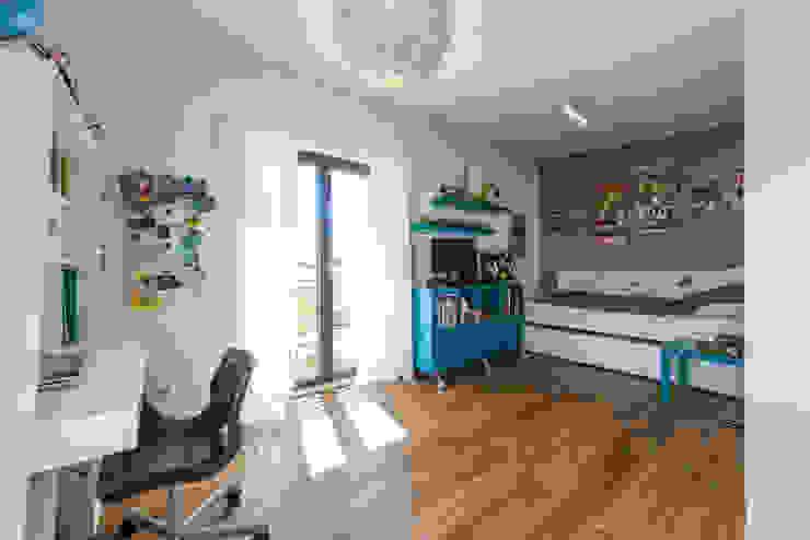 Nowoczesny pokój dziecięcy od KitzlingerHaus GmbH & Co. KG Nowoczesny Deski kompozytowe Przeźroczysty