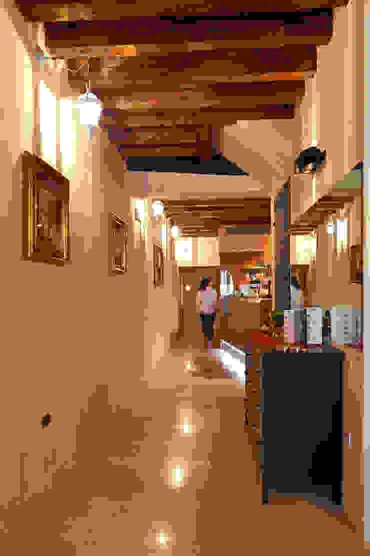 ingresso Ingresso, Corridoio & Scale in stile moderno di micheladesalvadori architetto Moderno