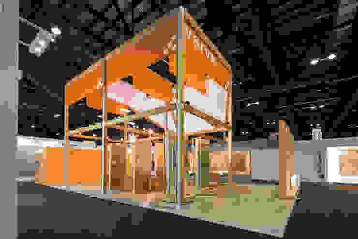 Stand Natura - Local 10 Arquitectura Estudios y despachos modernos de Local 10 Arquitectura Moderno Madera Acabado en madera