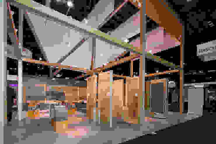 Stand Natura - Local 10 Arquitectura Estudios y despachos modernos de Local 10 Arquitectura Moderno Ladrillos