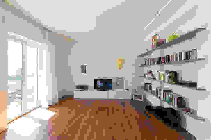 casa S Soggiorno moderno di Alessandro Ferro Architetto Moderno