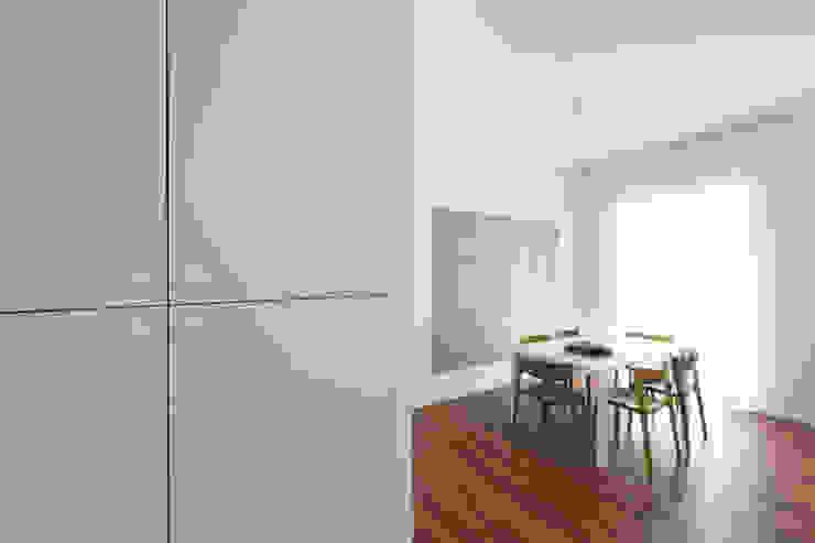 casa S Ingresso, Corridoio & Scale in stile moderno di Alessandro Ferro Architetto Moderno