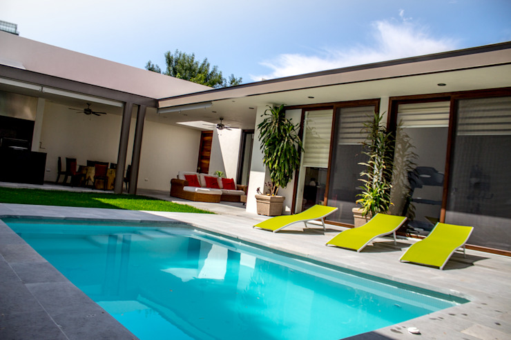 Piscine moderne par 2M Arquitectura Moderne