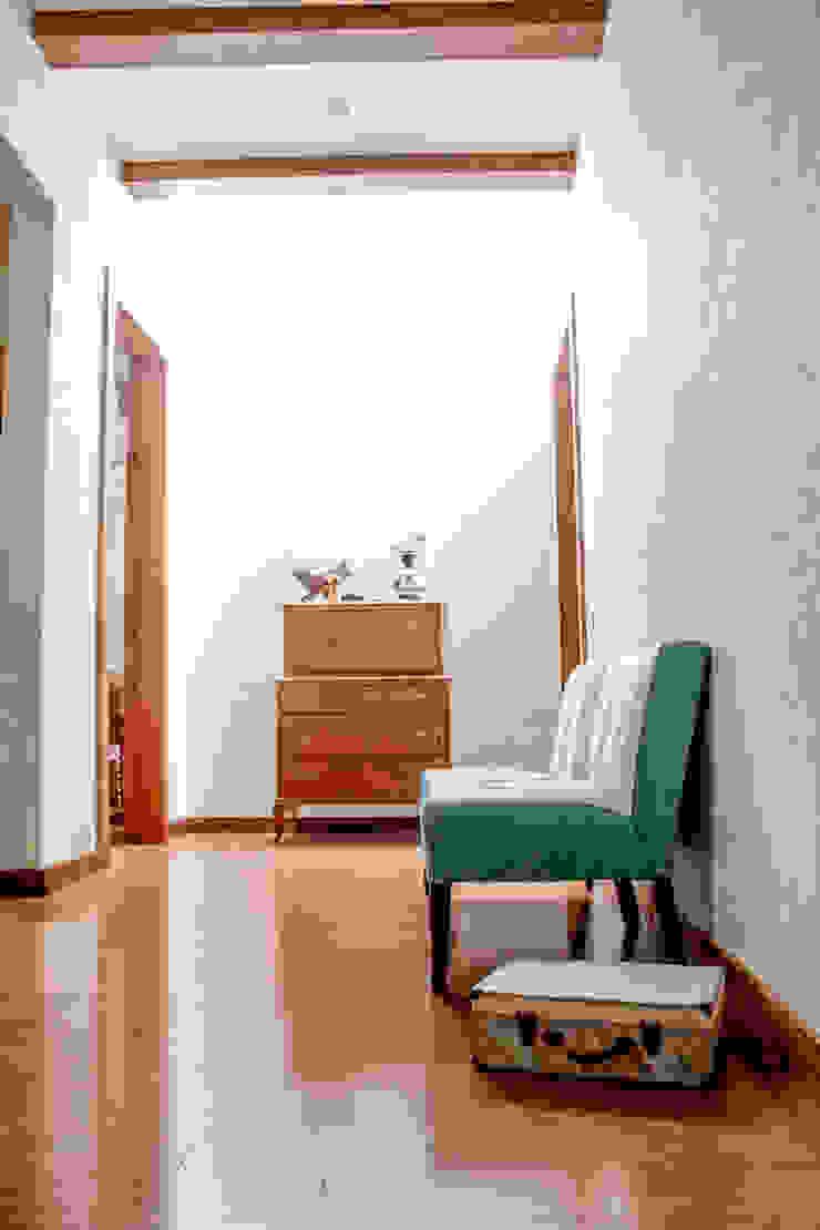 Minimalist corridor, hallway & stairs by 2M Arquitectura Minimalist