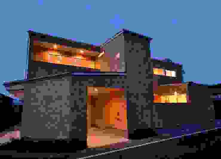 Gate Garage® 包み庭の家 北欧風 家 の フォーレストデザイン一級建築士事務所 北欧