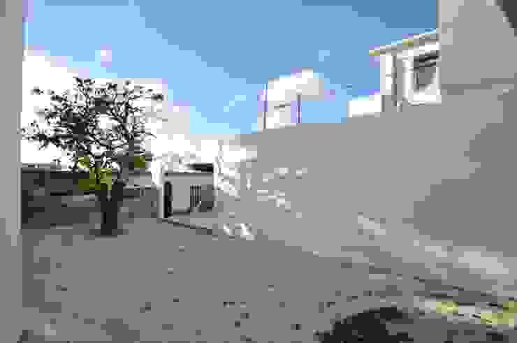 HG-HOUSE IN GINOWAN: 門一級建築士事務所が手掛けた庭です。,モダン 鉄筋コンクリート