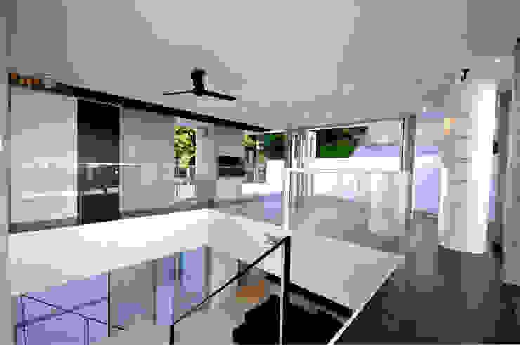 Salas multimedia modernas de 門一級建築士事務所 Moderno Goma