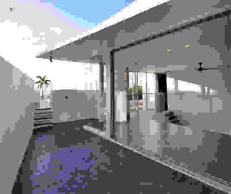 HG-HOUSE IN GINOWAN: 門一級建築士事務所が手掛けたテラス・ベランダです。,モダン タイル